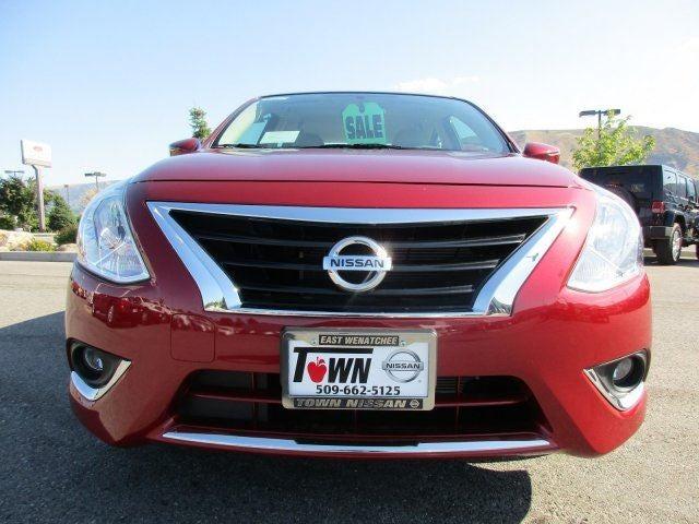 2016 Nissan Versa SLL92 CARPETED FLOOR  TRUNK MATS 5-PIECE B93 CHROME TRUNK ACCENT CAYENN