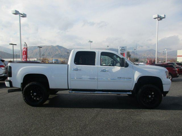 2011 GMC Sierra 2500HD DenaliTow Hitch LockingLimited Slip Differential Four Wheel Drive Tow H
