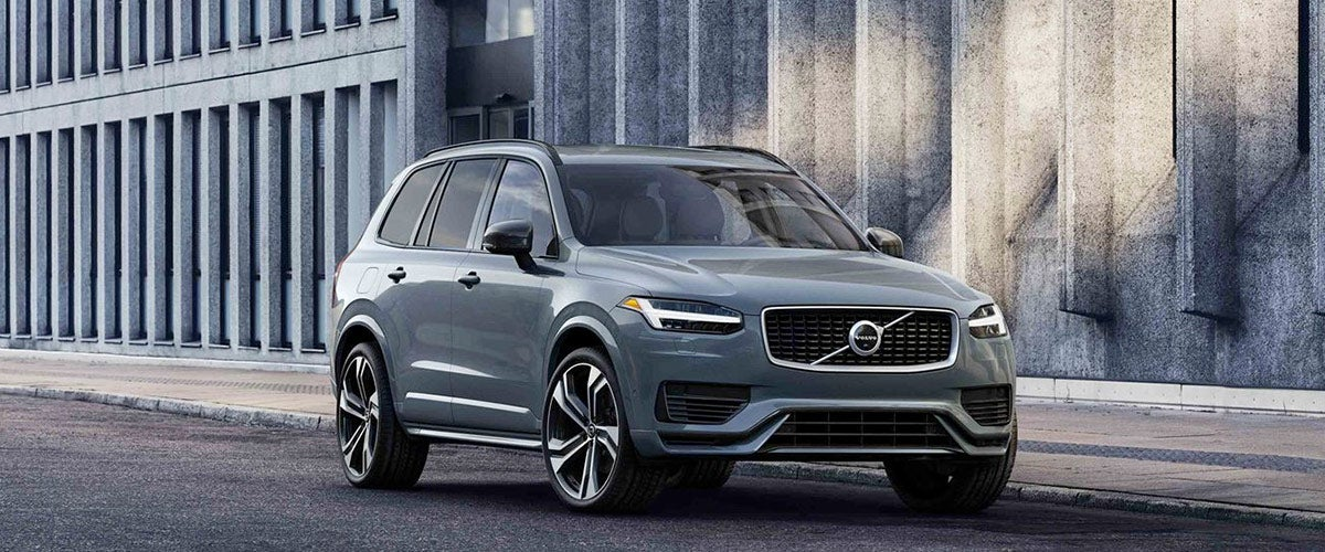 2020 Volvo XC90 parked on the pavement